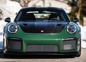 一组赛车绿色的保时捷 911 GT2 RS图片欣赏