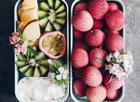 细腻柔软 汁甜肉脆 新鲜红嫩的水果盒子