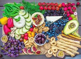 一组各种水果拼出来的五彩水果拼盘欣赏