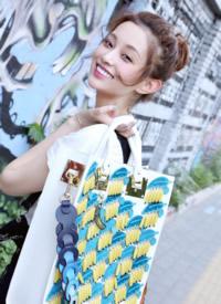 盖玥希甜美文艺时尚街拍图片
