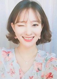 一组韩系女生微卷温柔感短发图片欣赏