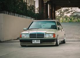 Mercedes-Benz 190E ,造型复古感十足