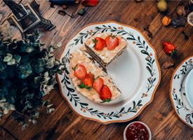 美味的草莓蛋糕高清桌面壁纸