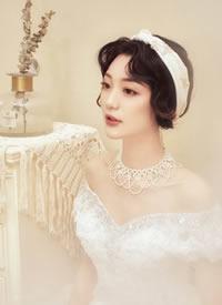 略带轻复古的新娘造型优雅 而有腔调