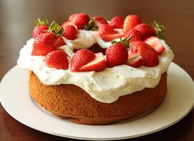 一组十分诱人的草莓蛋糕高清图片图片