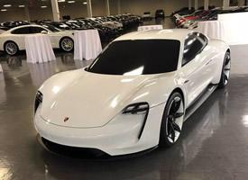 保時捷首款純電動轎跑車Taycan,活在未來 ????