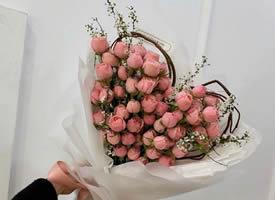 一组超美的玫瑰花做的爱心花束