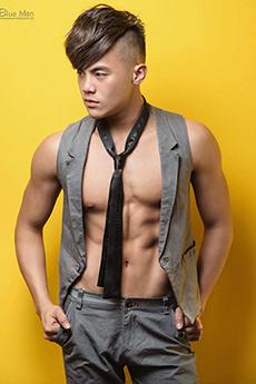民间性感帅哥健身教练Loki秀肌肉男体艺术写真图片