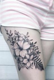 漂亮的黑灰色素花纹身图片18张