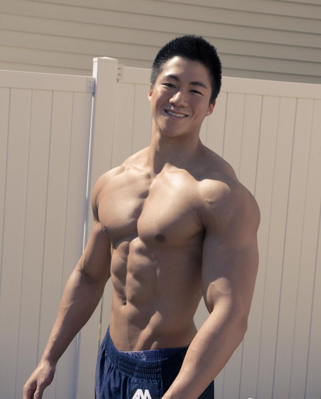 性感迷人的肌肉帅哥裸露洗澡图片