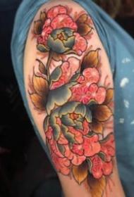 很好看的傳統紅色花朵紋身圖案