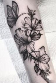 18组漂亮的黑灰线条纹身图案作品