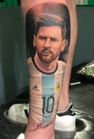 9张足球明星梅西的人像纹身作品图案