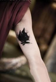 9張男生大臂內側的小紋身作品欣賞
