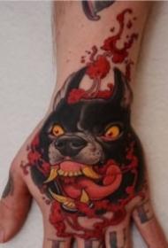 满手背上的彩色school纹身作品