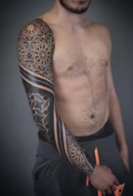 男士帅气的黑色点刺图腾花臂纹身作品