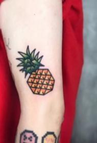 9张凤梨和菠萝的纹身图片欣赏