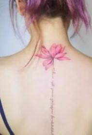 18张唯美女生背部脊椎纹身作品