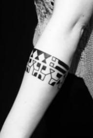 9张好看的手臂臂环纹身图案作品