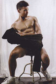 性感迷人的中國肌肉帥哥大膽室內攝影寫真照片圖片