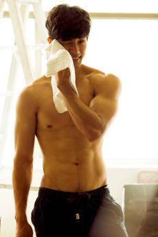 中國男模肌肉帥哥健身男體藝術寫真圖片
