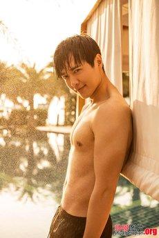 帅气华人男星高云翔泳池半裸尽显肌肉型男魅力图片集