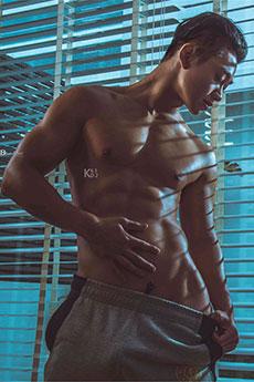 體育系肌肉帥哥Tommy高清室內誘人寫真攝影圖片