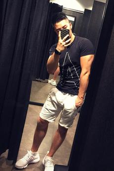 阳光帅气的中国肌肉男模小帅哥李智凱户外性感迷人生活写真照