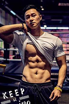 中国男模向云龙迷人写真大秀好身材