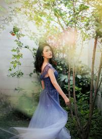 李沁高贵优雅穿礼服裙的写真图片欣赏