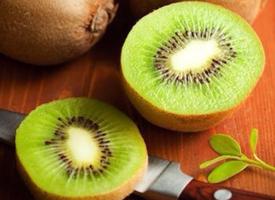 奇异果的营养非常的丰富,含有人体所需的多种维生素