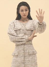 迪丽热巴时尚大片内页,潮酷女孩又一次全新的尝试