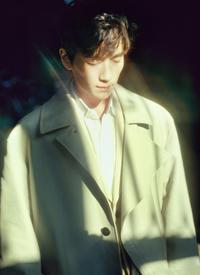 朱一龙温柔帅气写真高清图片欣赏