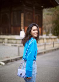 李沁春日清新街拍写真图片欣赏