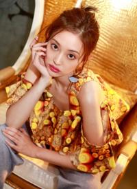 盖玥希室内时尚性感写真图片