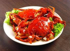 螃蟹天天挥舞着肥大的螯,鼓凸着两颗黑眼睛