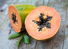 果肉软糯的甜甜的木瓜图片