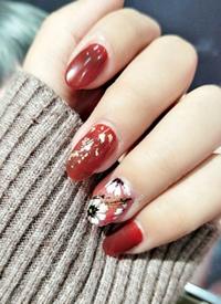 一组可爱的短指甲红色美甲图片欣赏