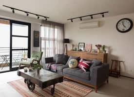 一组超舒适的一居室工业单身公寓