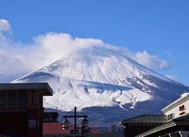 富士山是日本的最高峰,山际辽远,风光旖旎
