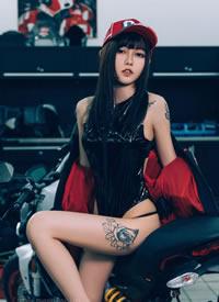 一组cos性感长腿帅气的摩托小姐姐