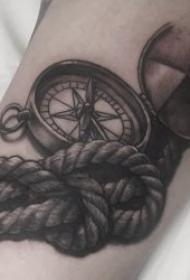 纹身指南针 多款技巧性十足指南针纹身图案