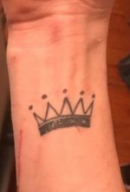 皇冠纹身图案 10款黑灰色调的尊贵小皇冠纹身图案