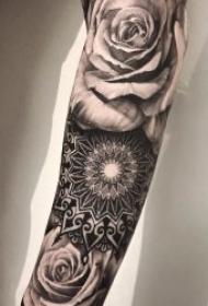 黑灰纹身风格   9组低沉却不失大方的黑灰色风格纹身图案