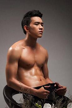 中國帥哥男模半裸性感寫真