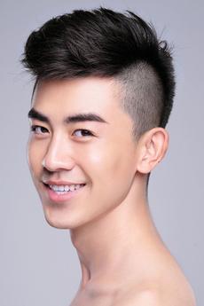 中国男模郎鹏帅气生活照图片