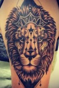獅子紋身圖案 10款各種紋身風格的獅子紋身圖案