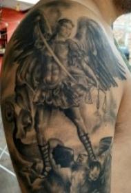 天使翅膀紋身圖案 10款帶翅膀的天使黑灰紋身圖案