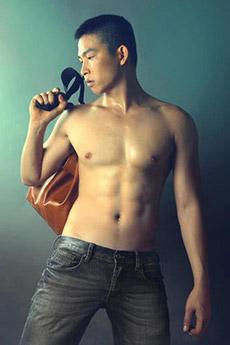 漏丁丁的中国男模写真图片