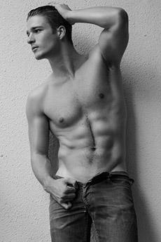 欧美半裸帅哥 12组欧美男模半裸性感写真图片
